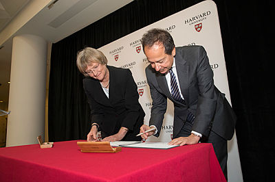 Signing ceremony with John Paulson and Harvard President Drew Faust marking celebration of Harvard's largest gift. (Credit: Rose Lincoln/Harvard)